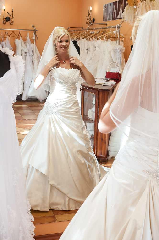 Arabella Lux Esküvői Ruhaszalon Szeged  4afac946b9
